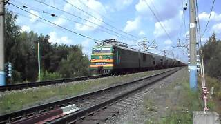 Грузовой поезд прибывает на станцию.AVI(, 2011-08-06T14:40:03.000Z)