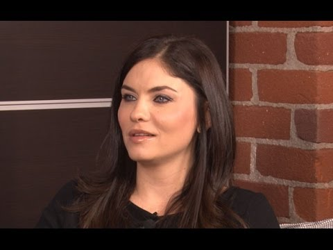 Hit The Floors's Jodi Lyn O'Keefe AKA Lionel Davenport Talks Season 2 of VH1 Hit