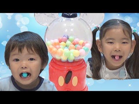 英語の歌で色を覚えよう ガムボールマシーン おいしいジュース VS スライムジュース learn colors with Gumball Candy Real food vs candy food