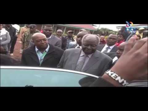 Former President Mwai Kibaki casts vote in Othaya shortly before polling ends