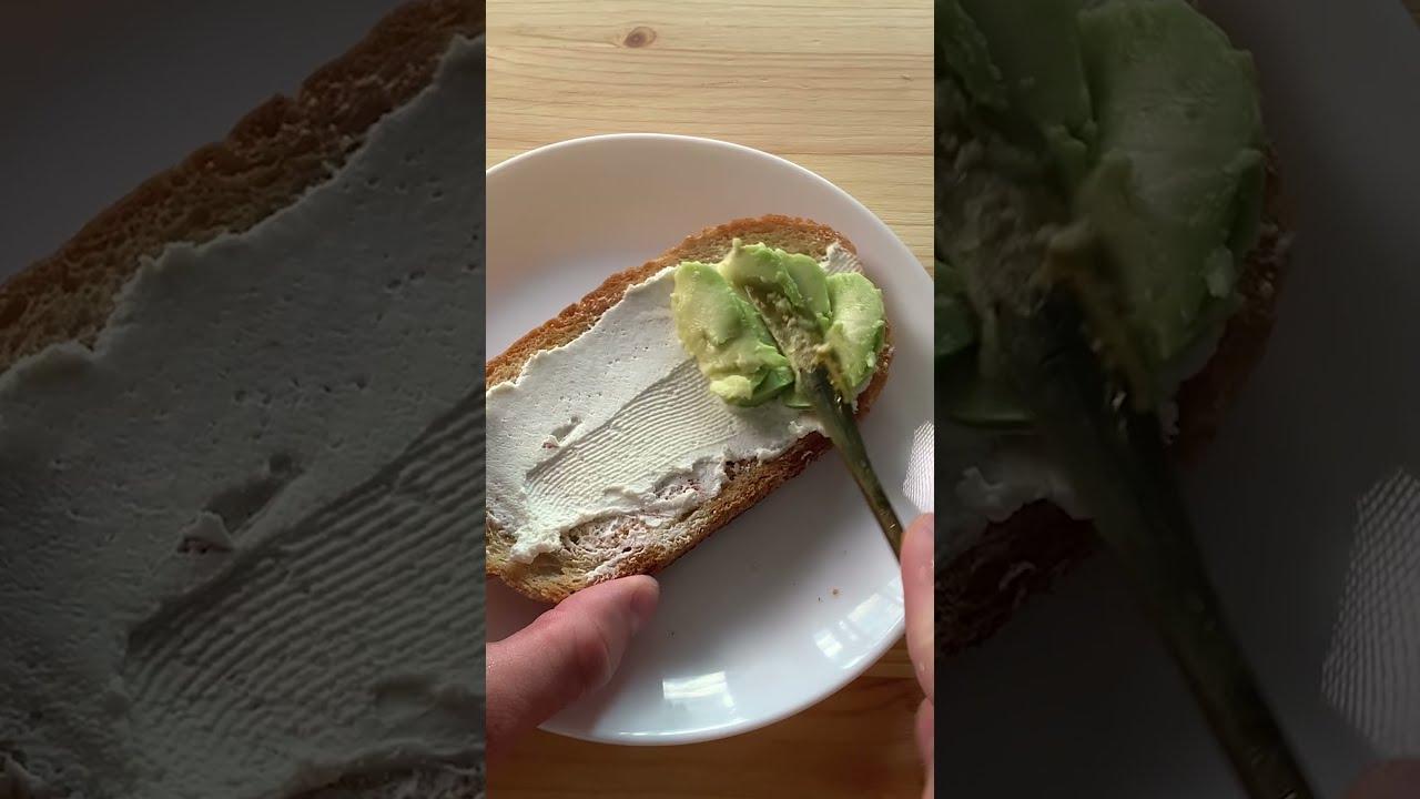 Авокадо тост с яйцом пашот :3 #shorts