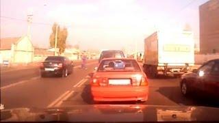 Смертельное ДТП в Одессе 05.11.2013(5-го ноября, автомобиль «Бентли», двигаясь по Николаевской дороге со стороны седьмой Пересыпской, на огромн..., 2013-11-06T07:07:05.000Z)