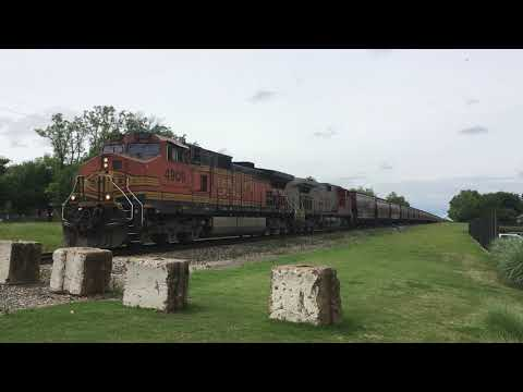 Freight train in Norman, Oklahoma (May 8, 2019)