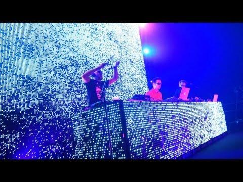 The Young Punx live at Yokohama Arena (July 2011 - Full Show) feat. Koko and Phonat
