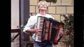 Christa Behnke Weltmeisterin auf dem Akkordeon  ( Zirkus Bianco )   Musikparadies 12 Juni 2009