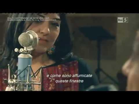 Enzo Avitabile con la cantante palestinese Amal Murkus