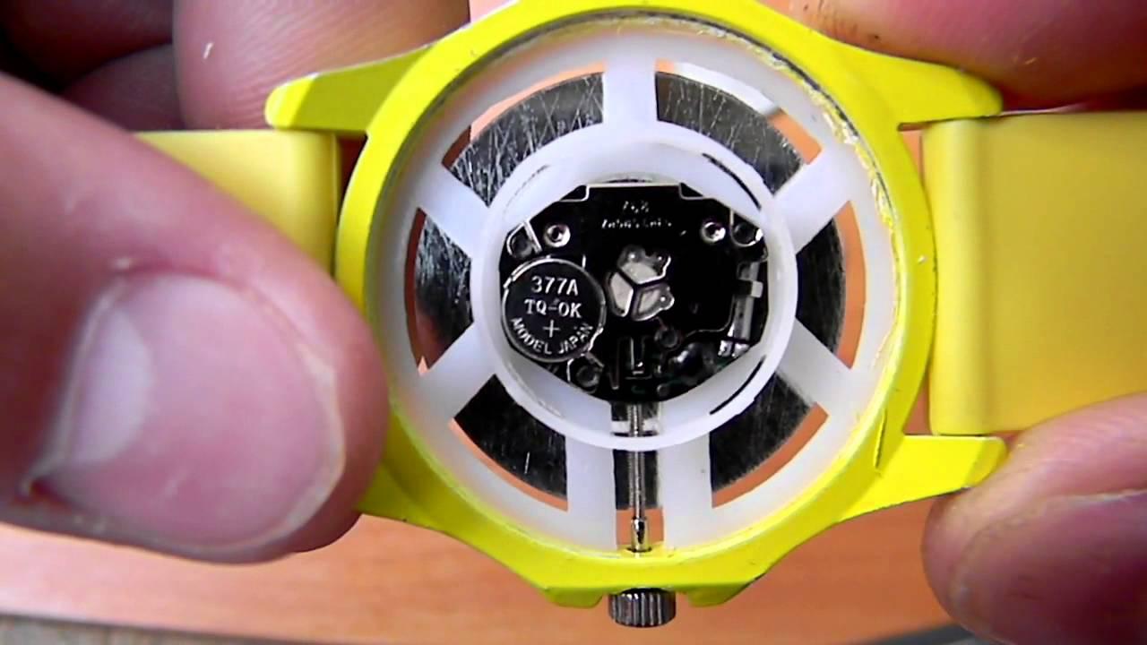Куда вставлять батарейки в наручные часы часы бен тен купить