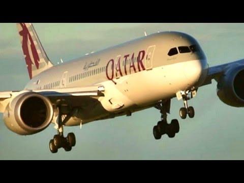 """Go Around!! + Landing. Qatar - Boeing 787-8 """"Dreamliner"""" with Live ATC"""