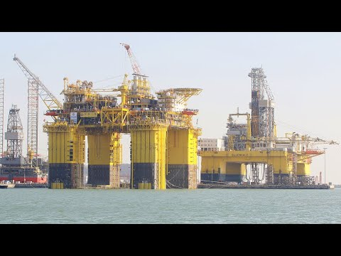 China completes world's largest semi-submersible oil platform