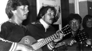 ДВОРОВЫЕ ПЕСНИ 60-х---- НЕ ПЛАЧЬ ГИТАРА. МОЯ ....