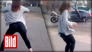 Horror-Crash - Mädchen tanzen sexy am Strassenrand