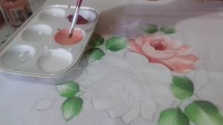 Aprenda pintar rosa branca, rosa virada, folhas e fundo