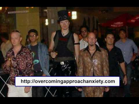 Mystery The Pickup Artist Using Peacocking Theory - YouTube