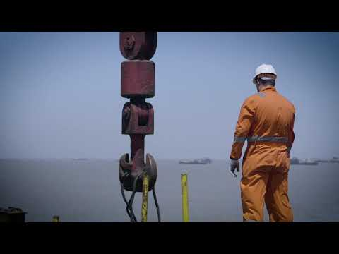 Siemens presents: The first 1,100 kV HVDC Transformer (full version)