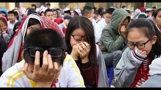 Học sinh cả trường cấp II khóc nghẹn khi nghe thầy giáo giảng về gia đình