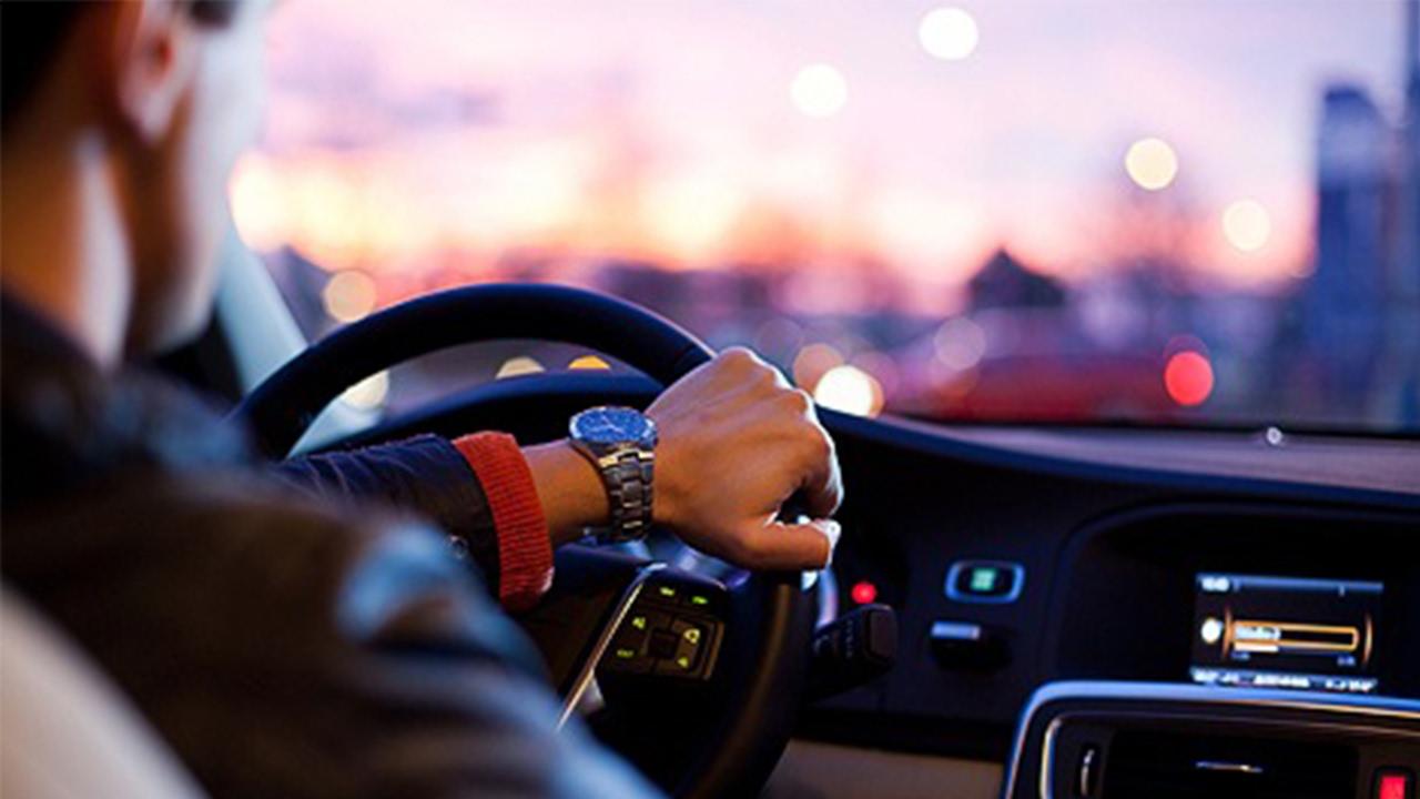 Araba kullanmayı öğrenmek için