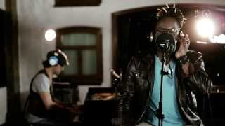 The Latonius feat. Steelo Vasqez - MEANTIME (unplugged | Official Video HD)