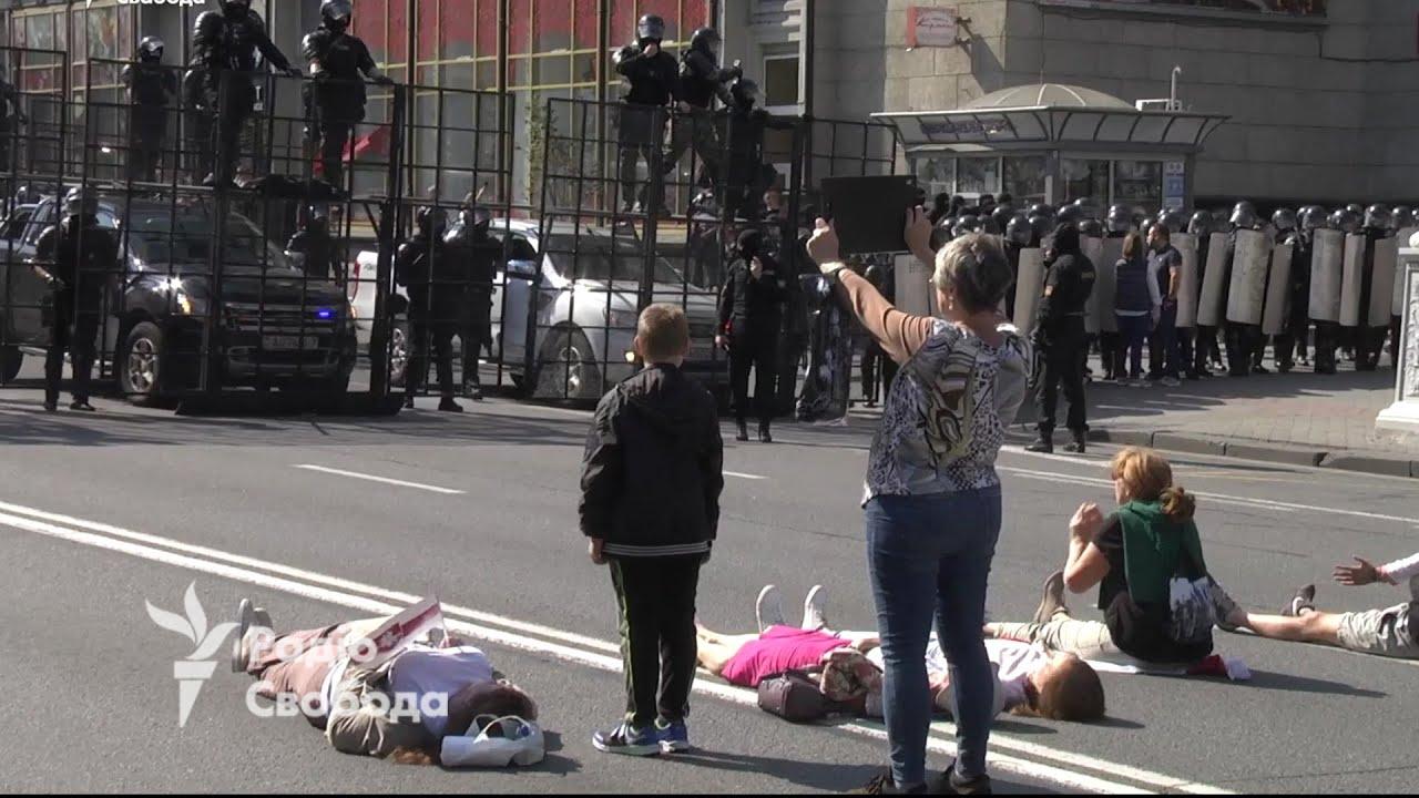 Տեսանյութ.Մահ  կամ ազատություն.Կանայք Բելառուսում պառկել են ասֆալտին՝ ՕՄՕՆ-ի աշխատակիցների դիմաց
