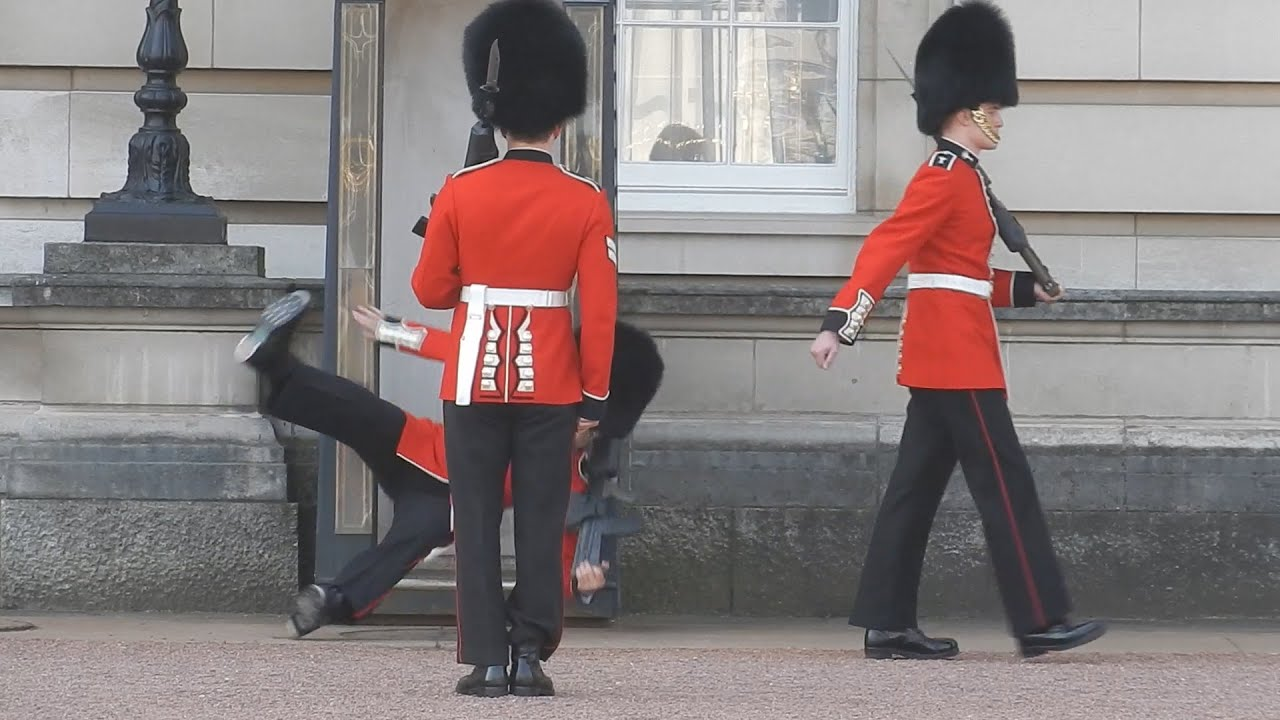 buckingham palace guard slips and falls in front of hundreds of