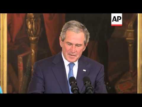 Former President Bush unveils White House portrait