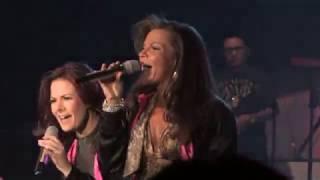Timbiriche - Medley Vaselina: Noches De Verano / Amor Primero / Rayo Rebelde / Iremos Juntos
