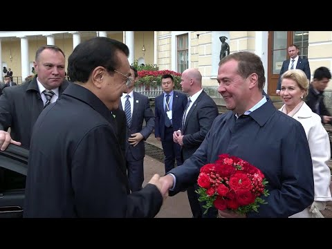 Дмитрий Медведев и его китайский коллега Ли Кэцян посетили Павловский дворец.