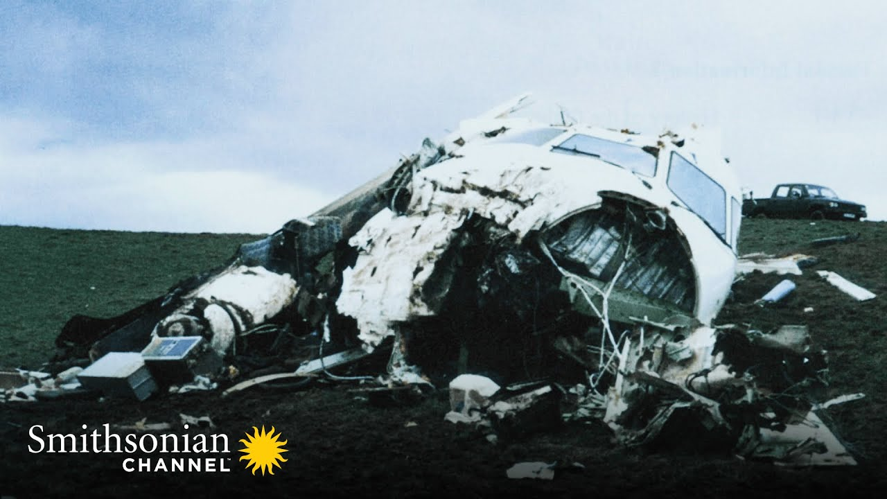 Nightmare Scenario: A Plane's Landing Gear Refuses to Release 😱 Air Disasters | Smithsonian Channel