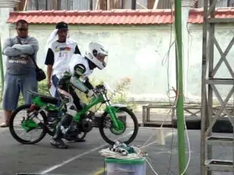 Dragbike 201m Indonesia 2010,mp4