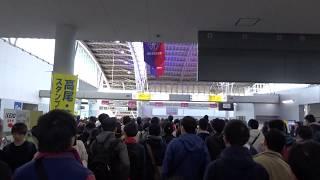 味の素スタジアムでのJリーグの試合(FC東京対鹿島アントラーズ)で大混雑した京王線飛田給駅のコンコース