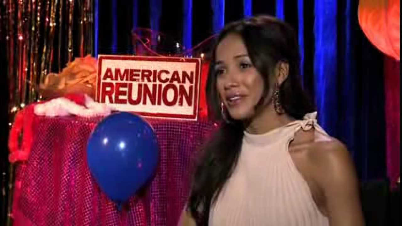 Dania Ramirez (en Español) - AMERICAN REUNION - DVD - YouTube