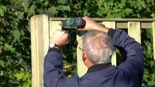 Plankeværk hegn findes i flere forskellige designs og kan tilpasses til enhver have. Varenummer 17727 i fv. 1.