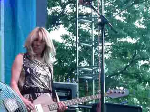 Sonic youth she is not alone live