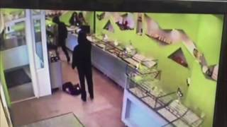 Ограбление ювелирного в Нижневартовске. Охранник с молотком vs вооруженные грабители