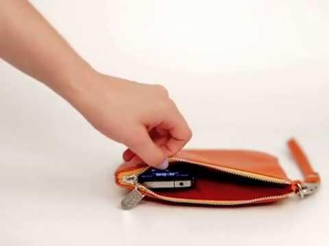 pour vous mesdames un pochette pour sac main qui recharge tout seul votre t l phone youtube. Black Bedroom Furniture Sets. Home Design Ideas