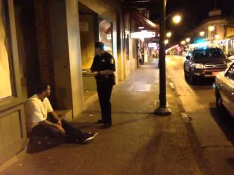Honolulu Police issue citation for smoking in a doorway (of a business closed for the night)