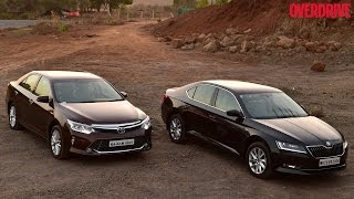 koda Superb vs Toyota Camry Hybrid Comparative Review