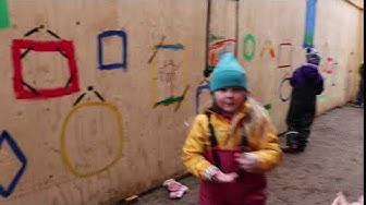 Lapset piirsivät seinille