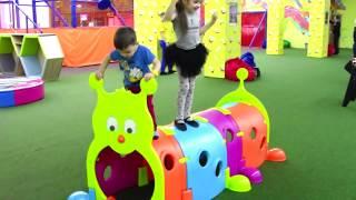 Ваня и Маша в детском развлекательном центре