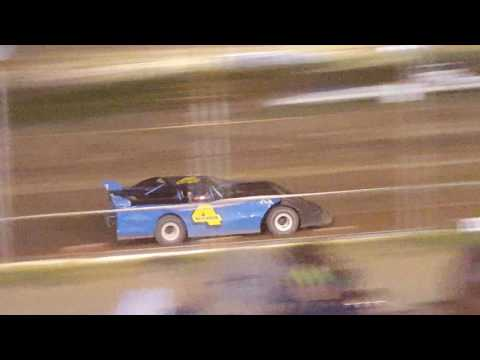 Semi-Late Model Feature at Hummingbird Speedway 8/6/16