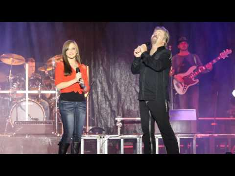 Travis Tritt Sings with his daughter at the North GA...