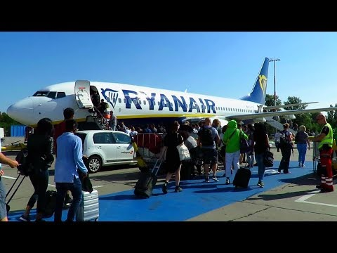 TRIP REPORT | Ryanair 737-800 (NEW CABIN) | Berlin Schönefeld To East Midlands | Budget Airline