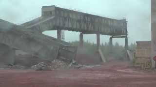 видео Демонтаж кирпичных зданий в Барнауле