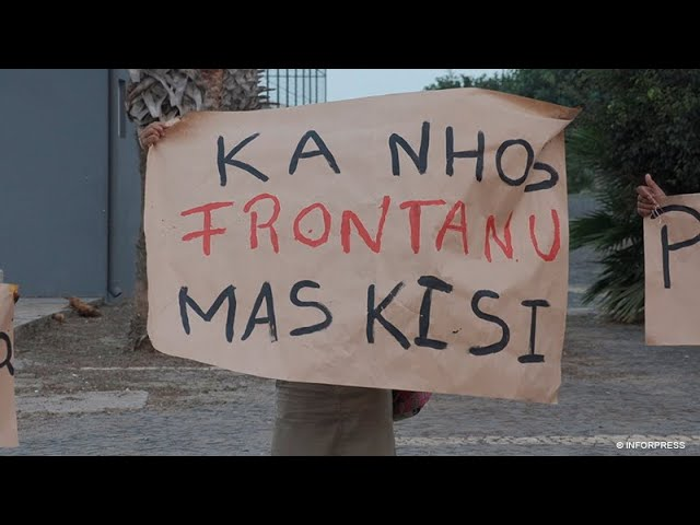 """Grupo de """"cidadãos preocupados"""" manifesta se contra o aumento da energia elétrica"""