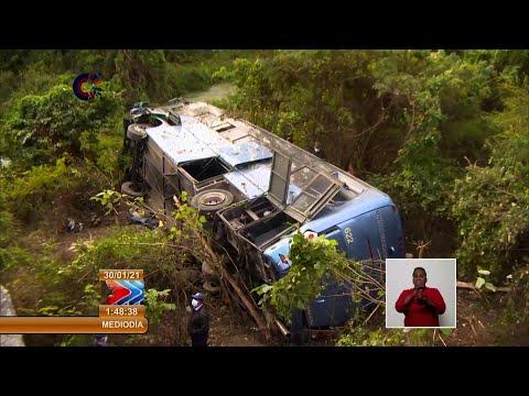 Diez muertos en accidente de autobús que trasladaba a maestros cubanos | AFP