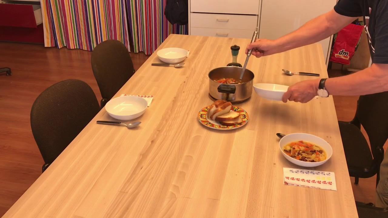 Der Zweiundsiebzigjährige, der eine Minestrone kochte und verschwand (Suppe vegan, Video mit Katze!)