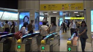 西武池袋線の起点駅となる池袋駅の改札口の風景