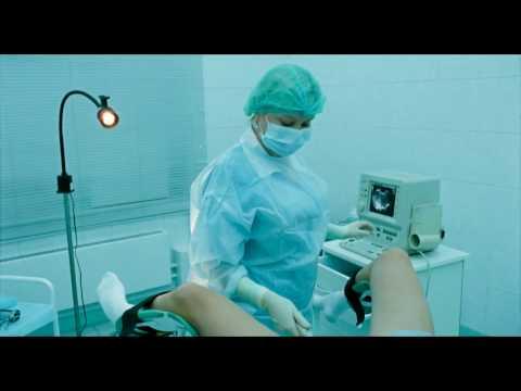 woman gynecologist in surgical gloves examines a girl/женщина гинеколог в хирургических перчатках