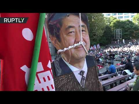 Protests in Tokyo as Trump golfs with Abe
