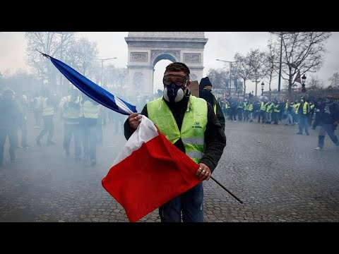 'Gilets jaunes': How the movement escalated in France