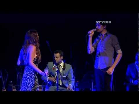 Joss Stone and Paul Dempsey perform Throw Your Arms Around Me